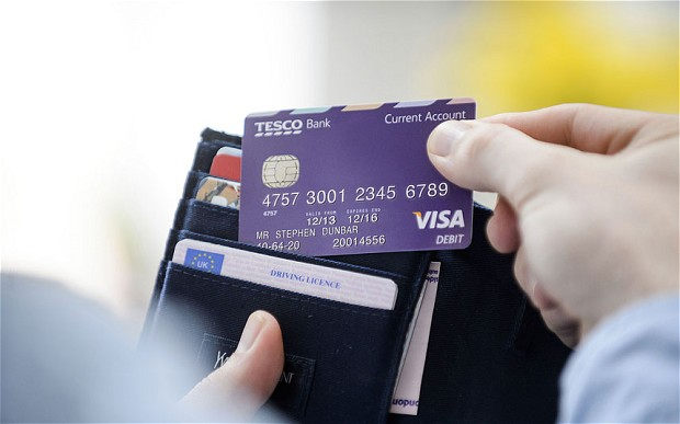 Bên trong chiếc thẻ ngân hàng bạn đang dùng có gì?