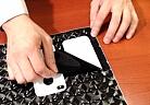 Tập trang trí điện thoại cùng máy cắt decal